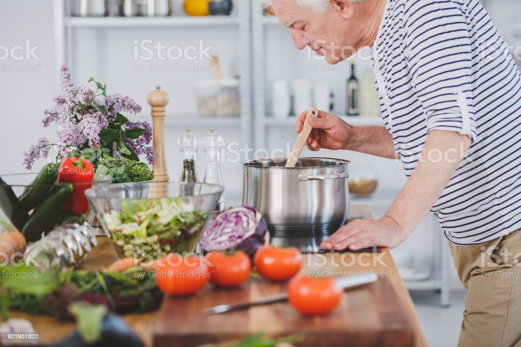 Vieillard, odeur de soupe de tomate - Photo