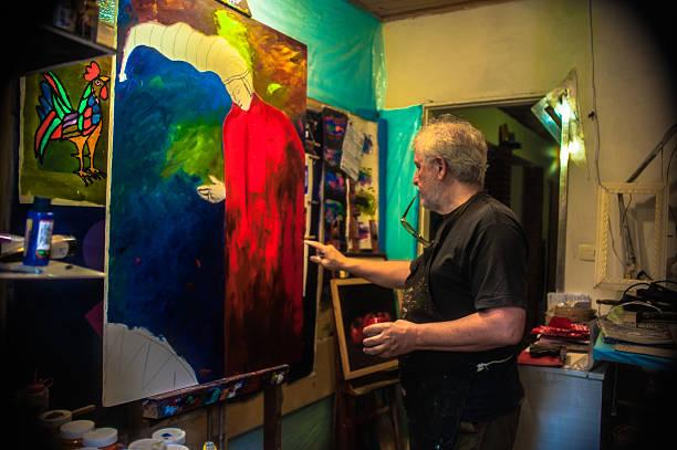 Elderly man with white hair, artist, painter, working.. - foto de acervo