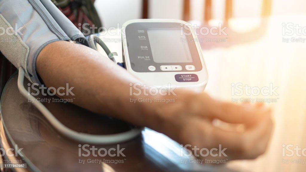 Accidente cerebrovascular de presión arterial sistólica alta