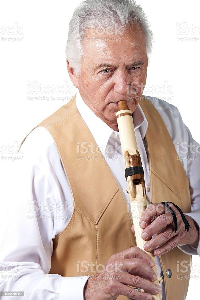 Pacientes de edad avanzada de senior hombres jugando Nativo americano acanaladura - foto de stock