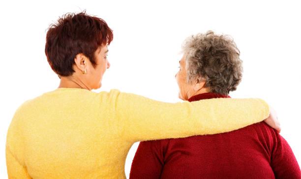 Ältere Frau und junger Betreuer – Foto
