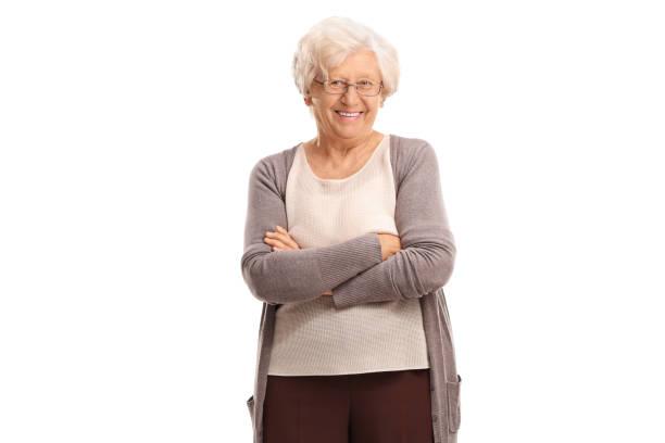 femme âgée avec son bras croisés - seulement des femmes seniors photos et images de collection