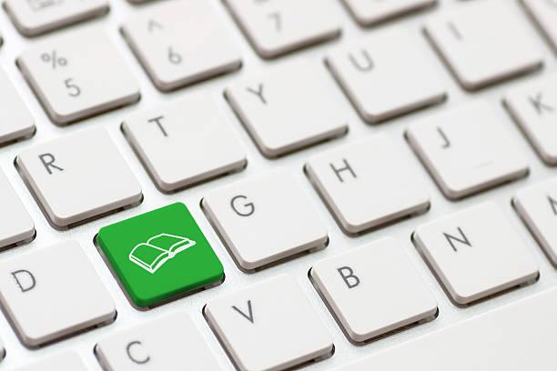 e-learning-konzept.  computer computertastatur - scyther5 stock-fotos und bilder