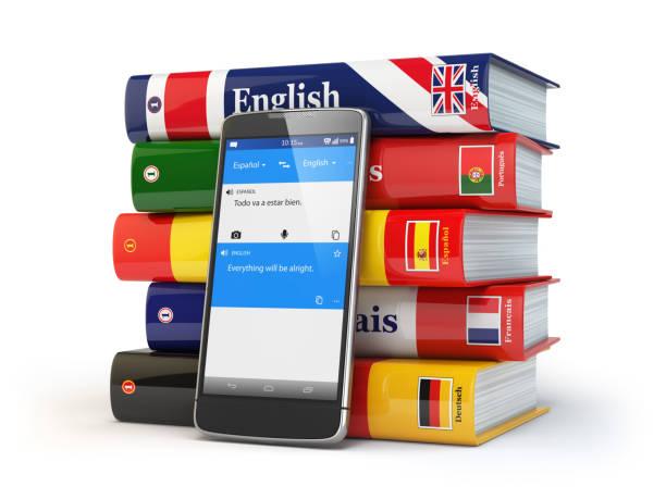 e-learning. mobiles wörterbuch. lernen sprachen online. smartphone mit büchern. - spanisch translator stock-fotos und bilder