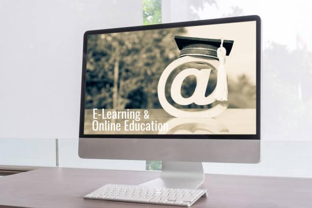 e-learning of online onderwijs, bij sign mail logo ideeën voor afgestudeerd studie in het buitenland internationale universiteit in desktop computer monitor. certificaat studie kan wereldwijd leren door internet technologie - e learning stockfoto's en -beelden