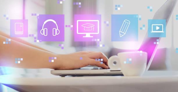 E-Learning mit Frau mit Einem Laptop – Foto