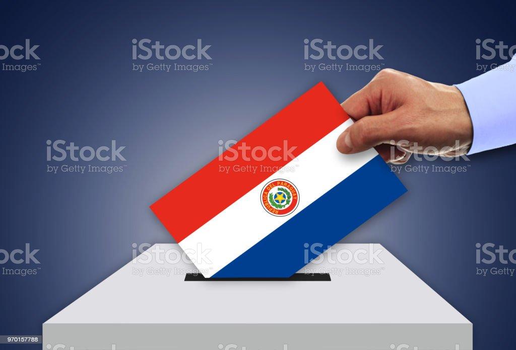 Elecciones en PARAGUAY - votar en las urnas - foto de stock