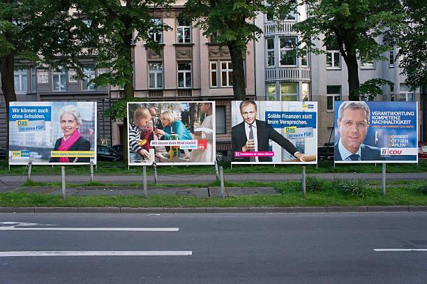 wahl poster (wahlkampfplakate) in nordrhein westfalen - la union stock-fotos und bilder