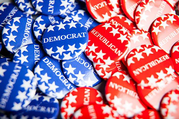 выборы голосования пуговицами - республиканская партия сша стоковые фото и изображения
