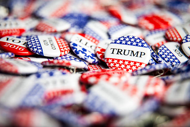 election vote buttons - trump stockfoto's en -beelden