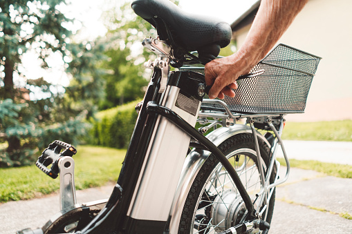 Electric Bicycle Outdoors - Fotografie stock e altre immagini di Adulto
