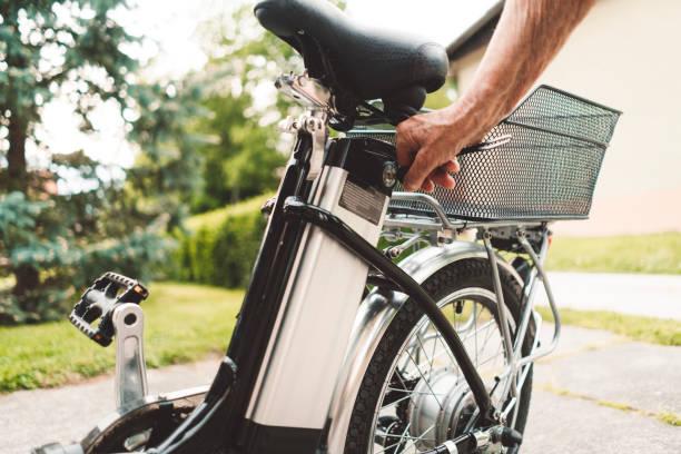 elektro-fahrrad im freien - elektrorad stock-fotos und bilder