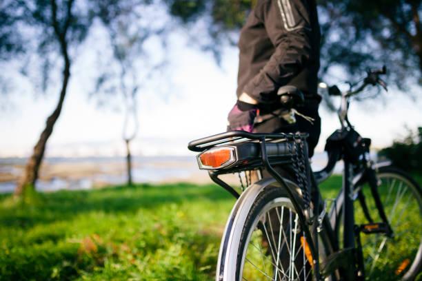 e-bike - elektrorad stock-fotos und bilder