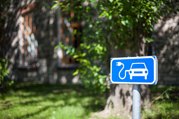 Electric car charging spot traffic sign in blue and white – Foto