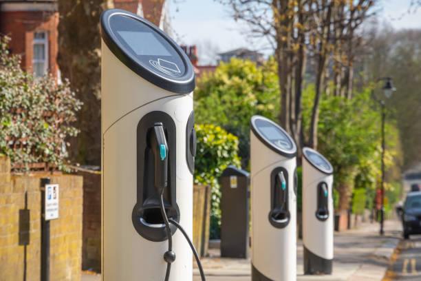 electric car charging station on london street - macchina ibrida foto e immagini stock