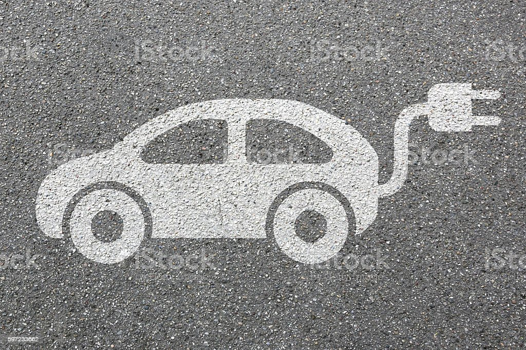 Electric car charging station vehicle street road traffic eco friendly - foto stock