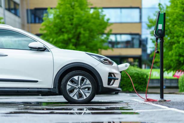 kia niro electric car is charging on street parking lot - macchina ibrida foto e immagini stock