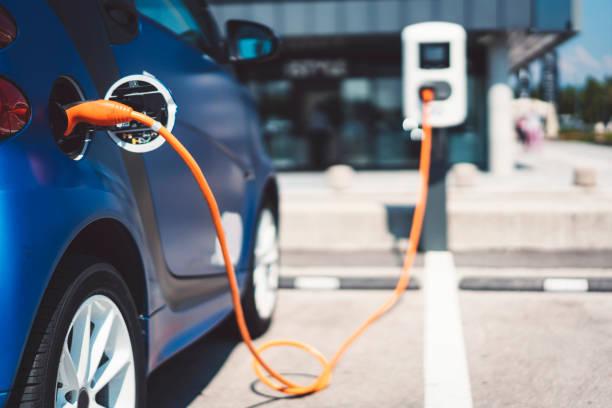 electric car - aufladen stock-fotos und bilder