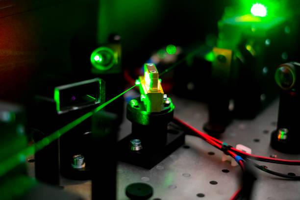 stromkreis-ionisation mit laser b - quant stock-fotos und bilder