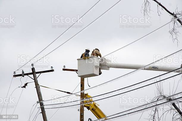 Photo of Electric Crews Work to Restore Power