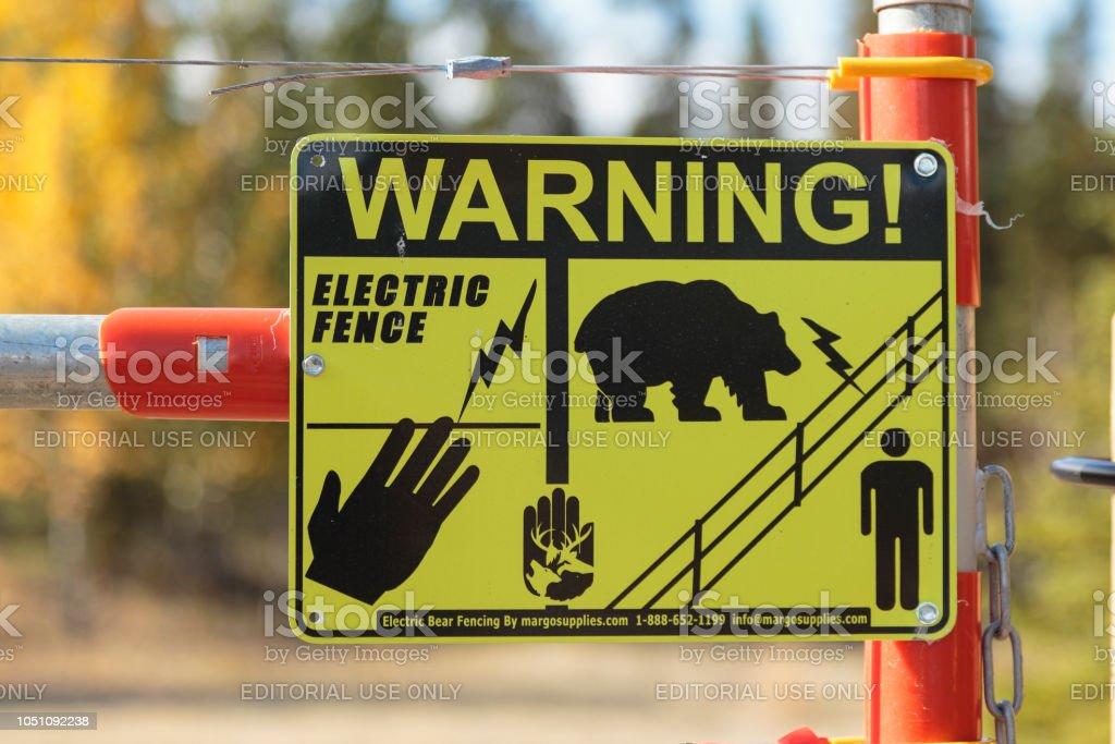 Cerca eléctrica en campamento en Yukon Canadá. - foto de stock