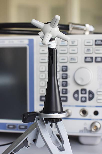 electric field probe for emc compliance test - cosas que van juntas fotografías e imágenes de stock