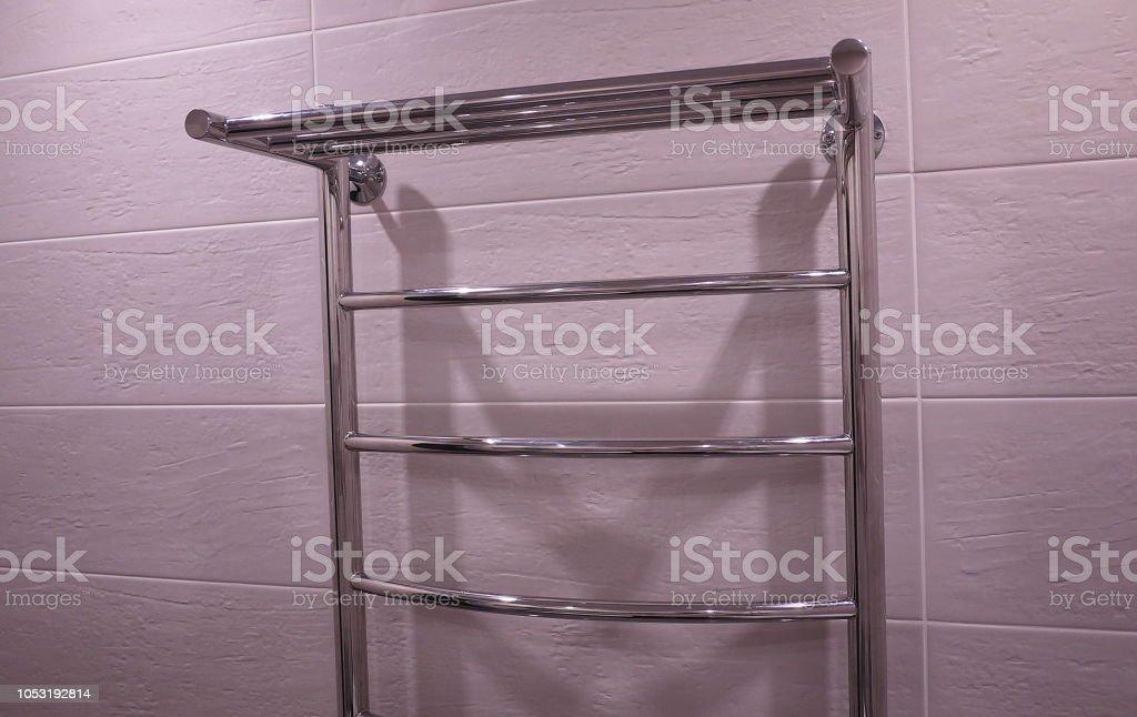 Elektrisch Beheizte Handtuchhalter Bad Stockfoto und mehr Bilder von ...