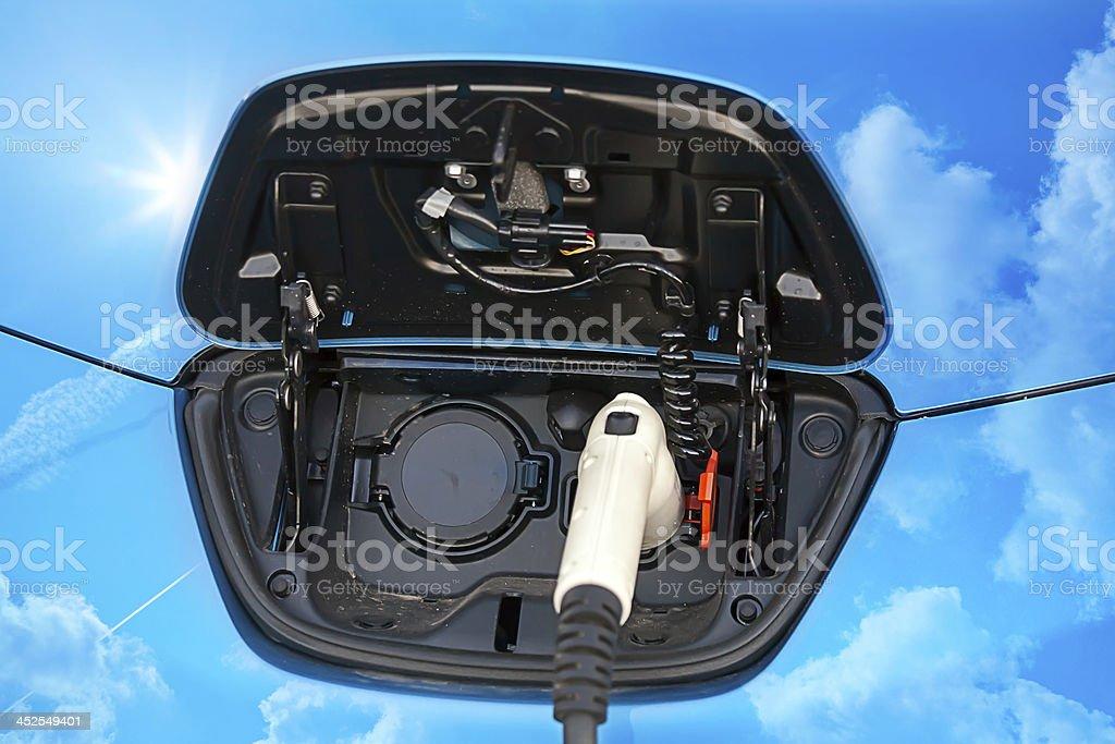 Coche híbrido conector de carga eléctrica, - foto de stock