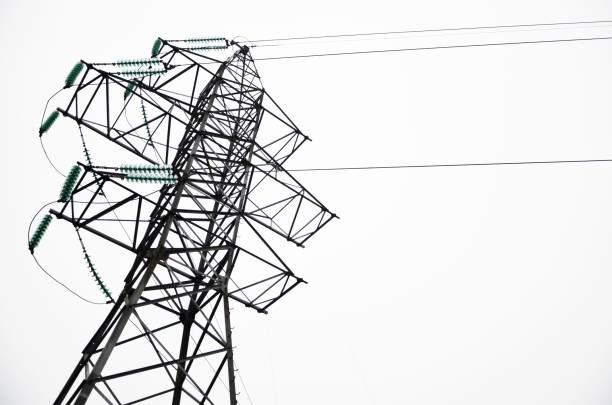 elektrischen mast isoliert auf weißem hintergrund. hintergrund für das design. detail. elektro-elektro-station, kommunikation - generator text stock-fotos und bilder