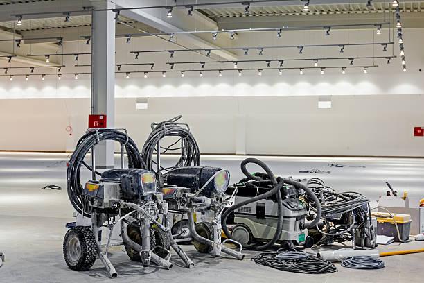 elektro farbe sprühen ausstattung. - kunststoff behälter bemalen streichen stock-fotos und bilder