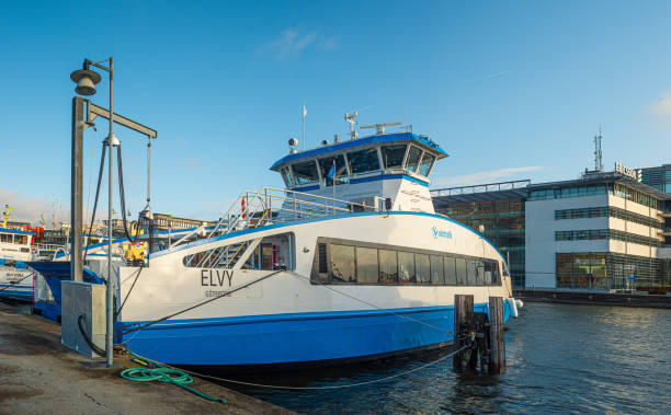 elpassagerarfärja elvy (mmsi 265810550) strax före dop och första officiella resa. - ferry lake sweden bildbanksfoton och bilder
