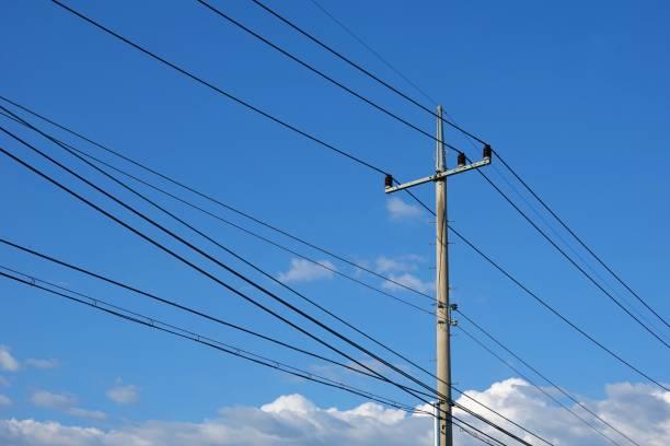 elektrische paal - elektrische leiding stockfoto's en -beelden
