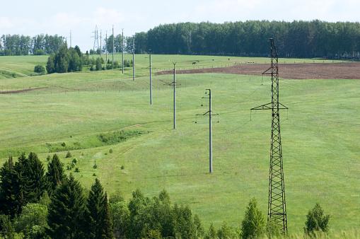 Foto de Electric Post Em Um Campo E Céu Azul e mais fotos de stock de Arquitetura