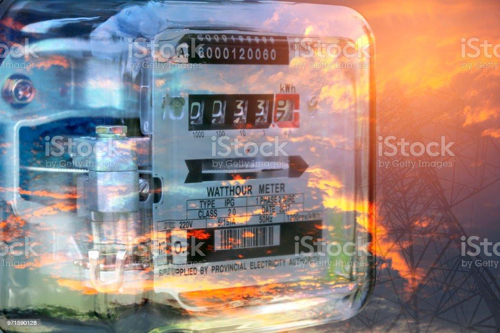 Strom-Messgerät Messung des Stromverbrauchs. Watt-Stunde Stromzähler Messwerkzeug. – Foto