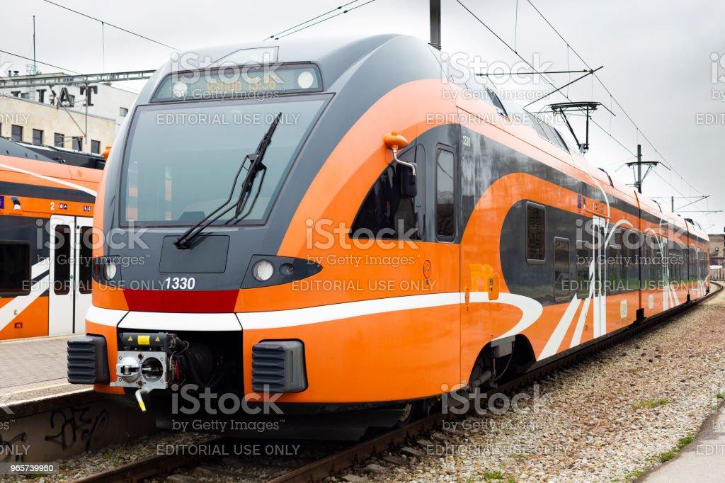 Electric powered train at Tallinn main railroad station - Стоковые фото Без людей роялти-фри