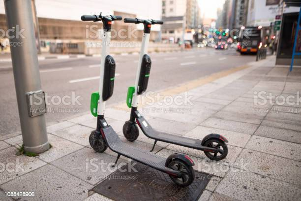 Electric scooter at city picture id1088428906?b=1&k=6&m=1088428906&s=612x612&h=26nl9dwinistfuki1xthpmsiq3jyq 1nvunhmuxenoi=