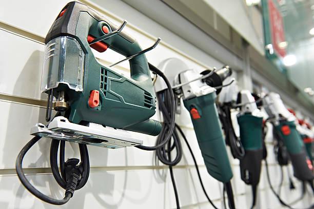 electric tools for construction on stand in shop - elektrisch gereedschap stockfoto's en -beelden