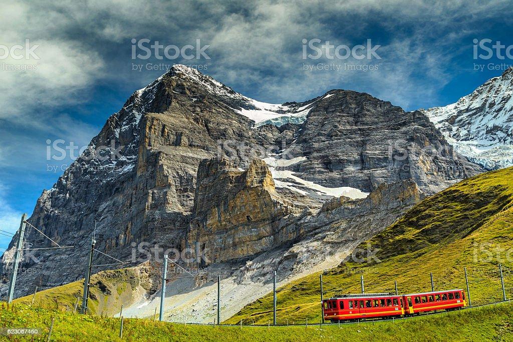 Electric Touristenbahn und North face-Eiger, Berner Alpen, Schweiz – Foto