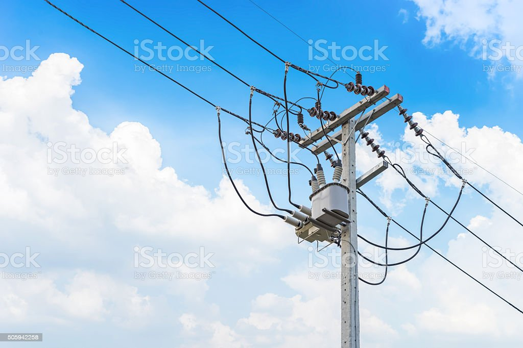 Electric wire an der Anhängerstange, power - Lizenzfrei Achtung Hochspannung Stock-Foto