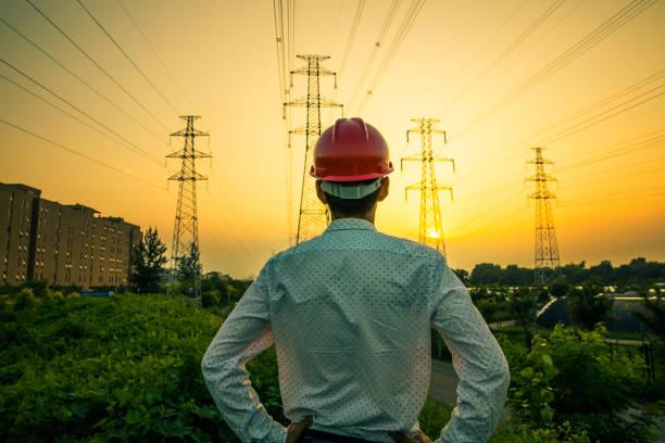 electrical engineer - rete elettrica foto e immagini stock