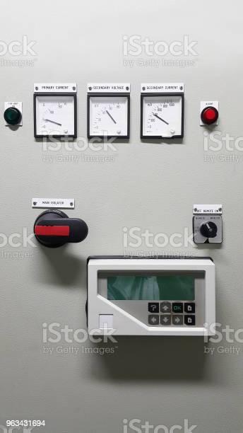 Część Elektryczna I Akcesoria W Szafie Sterowniczej Rozdzielaczze Sterowania I Zasilania Blokada - zdjęcia stockowe i więcej obrazów Budynek przemysłowy