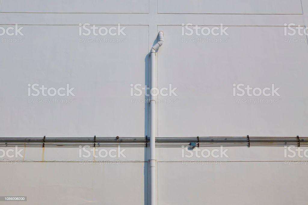 Elektrische Pfeife Und Wasser Rohr Auf Weißen Wand Stockfoto und ...