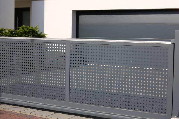 electrical sliding gate / rolling gate - portão imagens e fotografias de stock