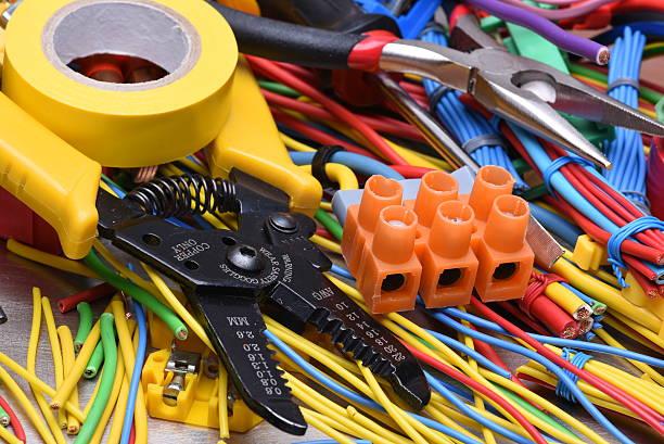 narzędzia elektryczne i kable stosowane w instalacjach elektrycznych - przewód składnik elektryczny zdjęcia i obrazy z banku zdjęć
