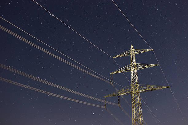 Elektrische Turm bei Nacht – Foto