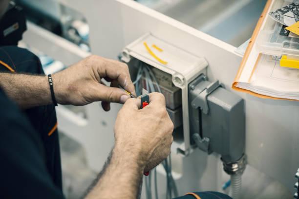 Elektriker anschließen Kabel – Foto