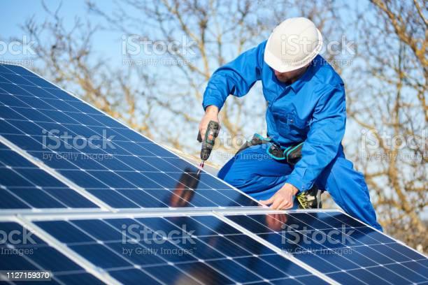 Electrician mounting solar panel on roof of modern house picture id1127159370?b=1&k=6&m=1127159370&s=612x612&h=asowhglexuhewo4rswquftiqtemqtpg4sgo6vpeheii=