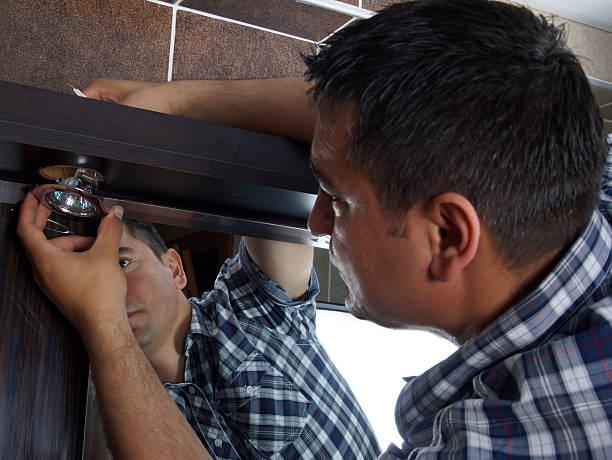 elektriker - einbauspots stock-fotos und bilder