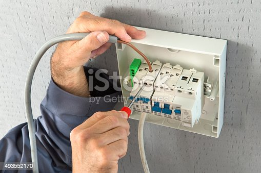 istock Electrician 493552170