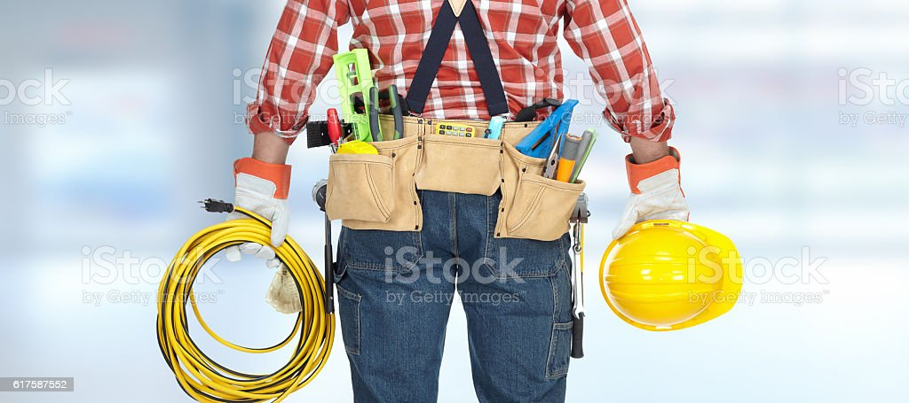 Electrician with helmet and cable. – Foto